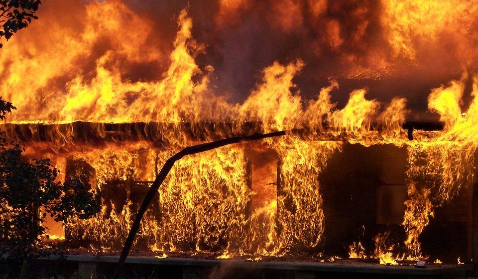 В Барановичах у пенсионерки сгорела хозпостройка