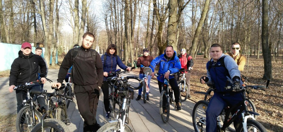 Барановичские велосипедисты проверили состояние городских велодорожек