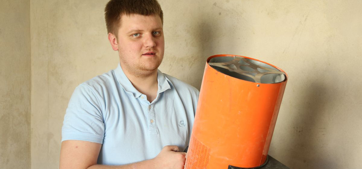 Мое дело. Житель Барановичей на свадебные деньги открыл бизнес по установке натяжных потолков
