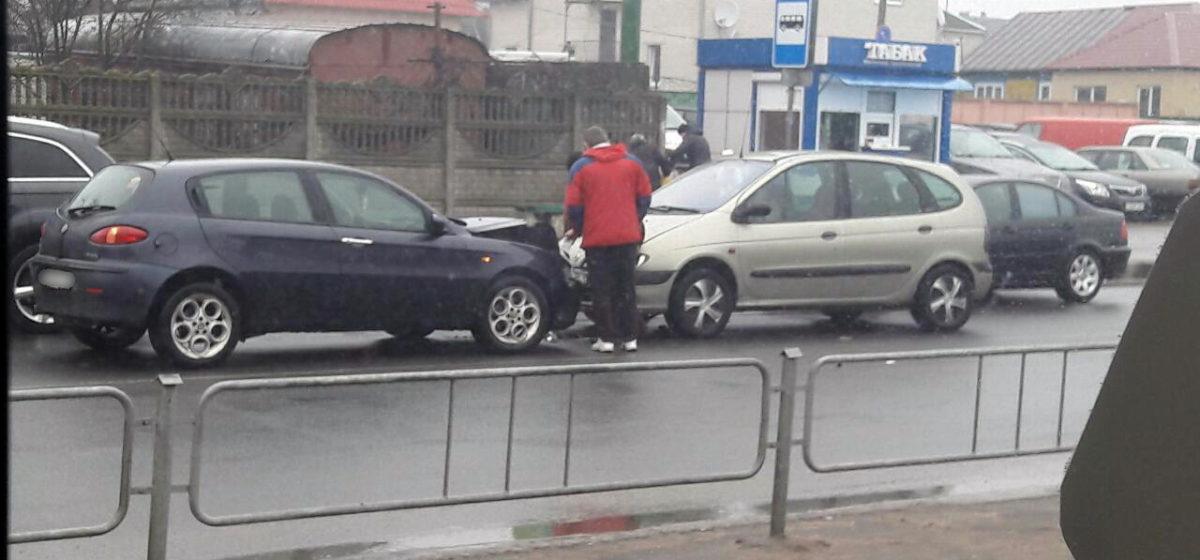 На улице Чернышевского в Барановичах произошло лобовое столкновение