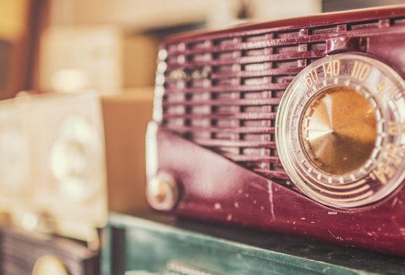 Радио остается на вершине волны