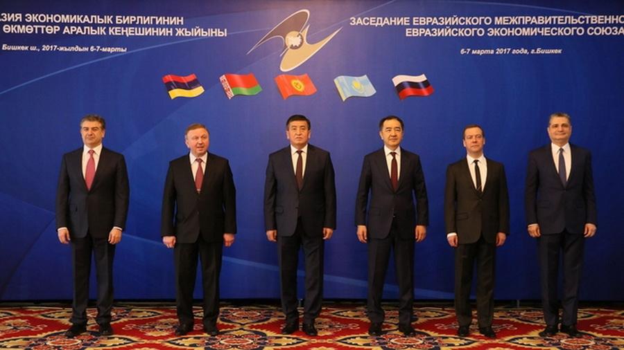 Кобяков пожаловался на неравные условия в ЕАЭС и получил резкий ответ Медведева