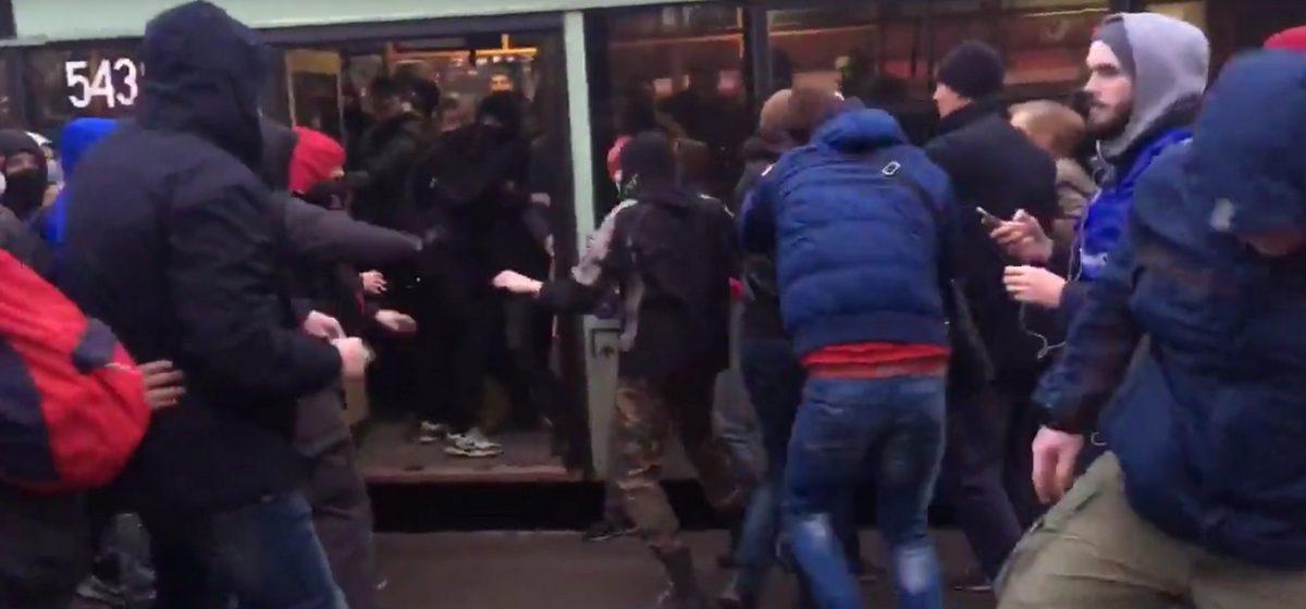 Видео брутального задержания участников акций протестов в Минске и Могилеве