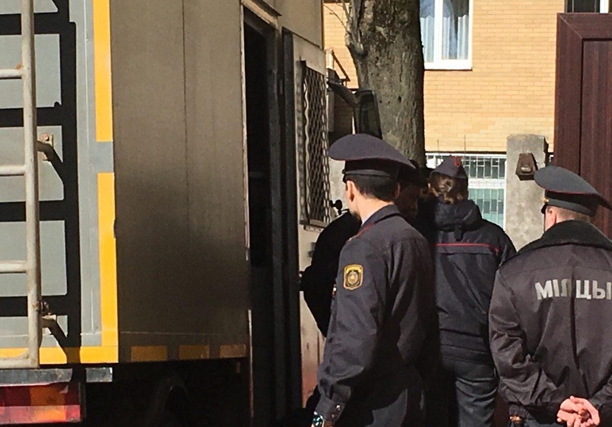 В суд Советского района привезли задержанных