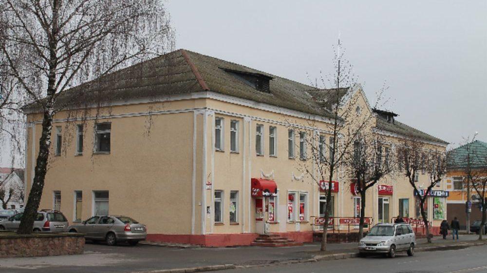 Барановичский стройтрест выставил на продажу здание в центре города