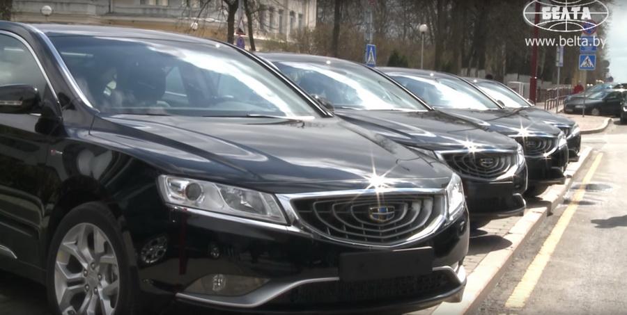 Парламентская делегация КНР подарила белорусскому парламенту 10 автомобилей Geely (видео)
