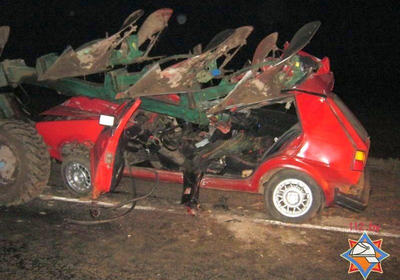 ДТП в Мстиславском районе: автомобиль влетел под плуг трактора