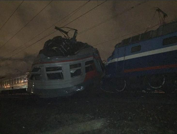 Поезд Москва – Брест столкнулся с электричкой в России