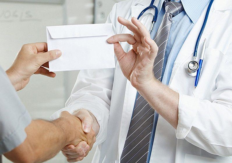 В Могилеве будут судить врача, который за деньги выписывал больничные
