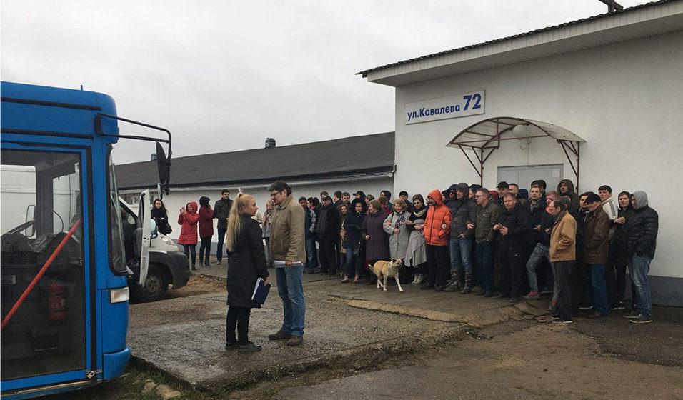 В Минске десятки прихожан не пропустили судебных исполнителей в здание протестантской церкви «Новая жизнь»