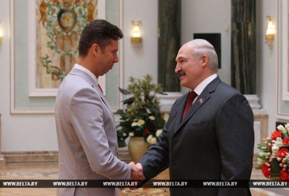 Лукашенко наградил Азаренко и Самсонова орденом Почета