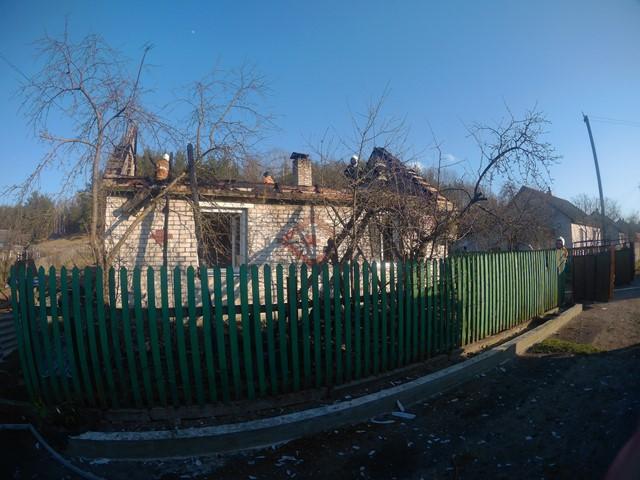 В Барановичском районе горел жилой дом, пока хозяйка убирала его перед праздниками