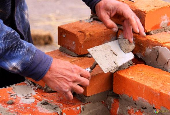 Барановичские строители зарабатывают в два раза меньше, чем финансисты и страховщики