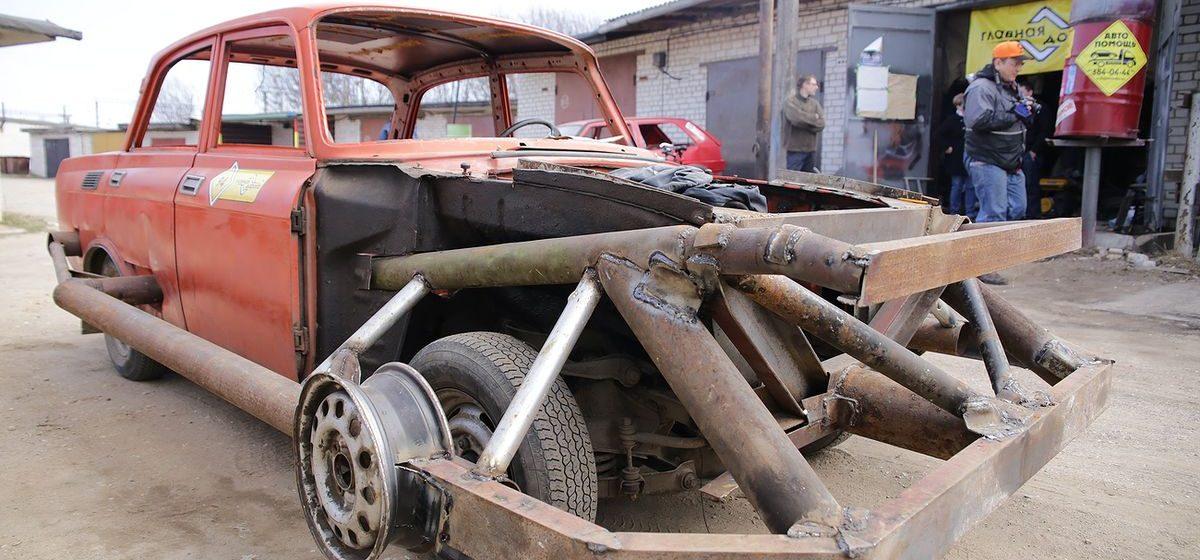 Барановичские автолюбители готовятся к «Битве машин» на Линии Сталина