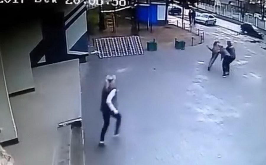 В Борисове продавщицы магазина «заломали» мужчину, который украл водку (видео)