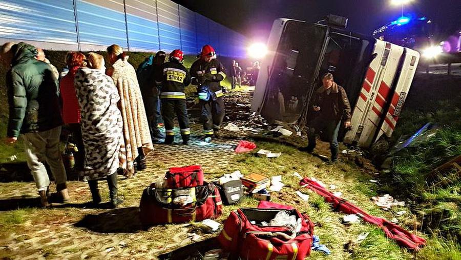 В Польше белорусский автобус вылетел с дороги и перевернулся – пострадали 18 человек