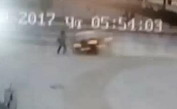 В Гродно камера видеонаблюдения сняла, как пьяный водитель, скрываясь от ГАИ, сбил на тротуаре женщину