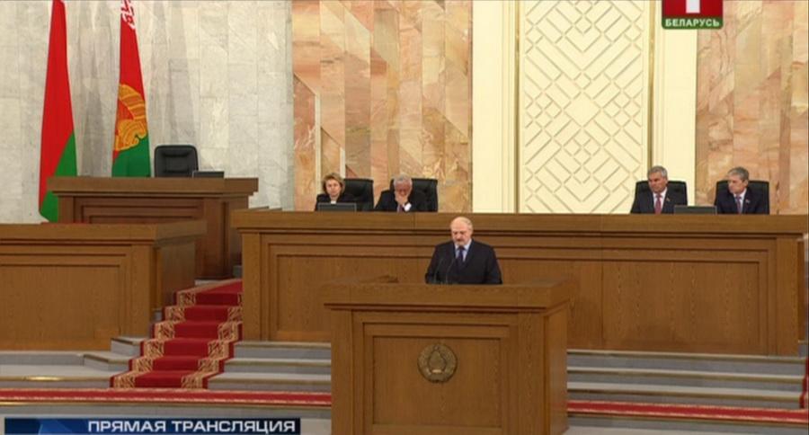 Лукашенко: В школе нужно начинать учебу в 9 часов и не смотреть на то, что многим родителям надо раньше на работу