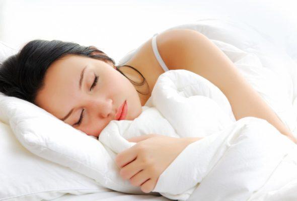 Ученые выяснили, чем опасен долгий сон в выходные дни
