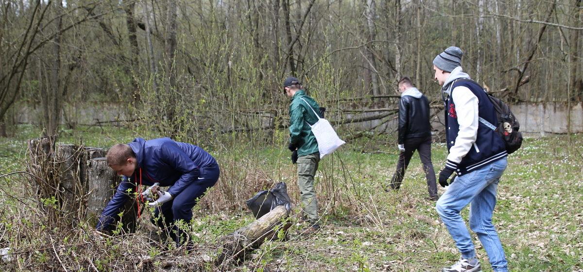 Студенты Барановичского университета очистили урочище «Гай» от мусора