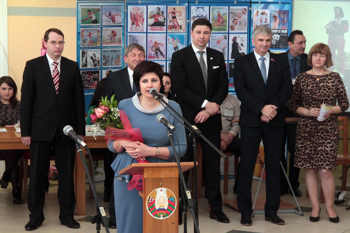 Депутат Парламента Татьяна Якубович поздравляет всех собравшихся со Всемирным днем здоровья, фото: архив