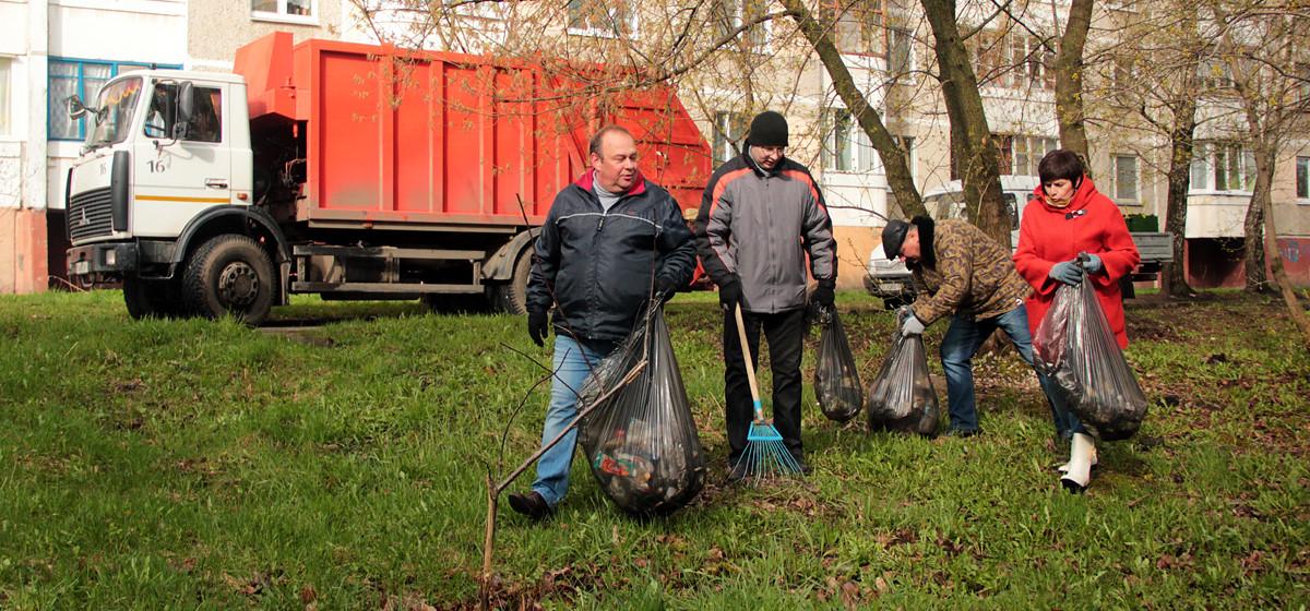 Сотрудники Барановичского горисполкома вышли на субботник