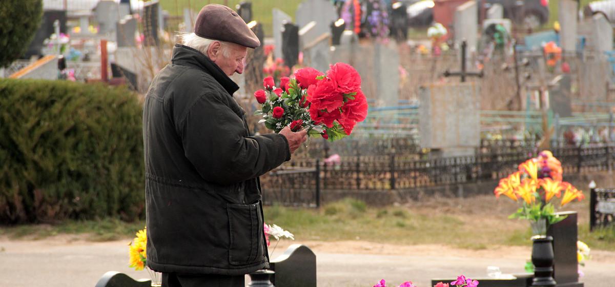 Православные верующие в Барановичах отмечают Радоницу