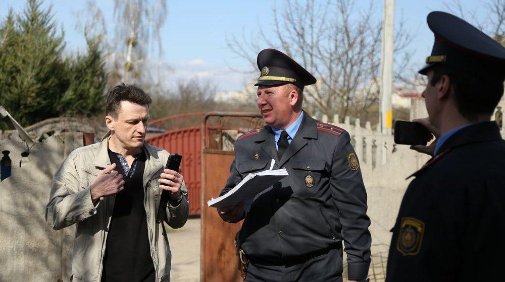 На барановичского активиста составили протокол за отказ вызывать к себе домой фирму по взлому замков