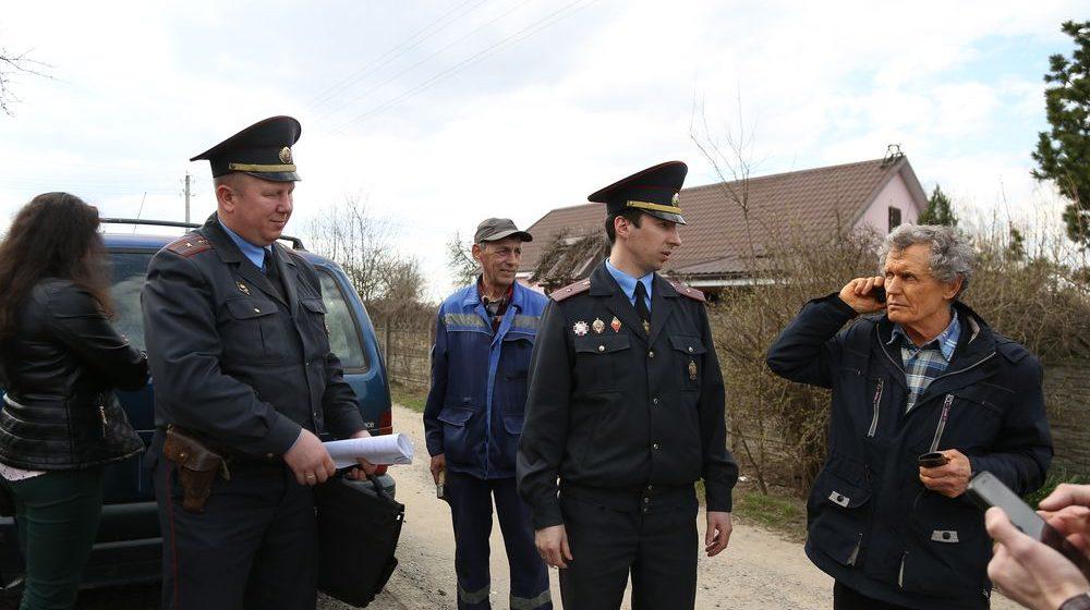 Чем закончился осмотр в доме барановичских активистов Черноусов. Видео и комментарий юриста
