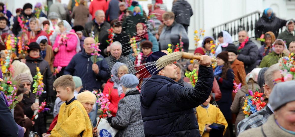 В Барановичах верующие празднуют Вербное воскресенье