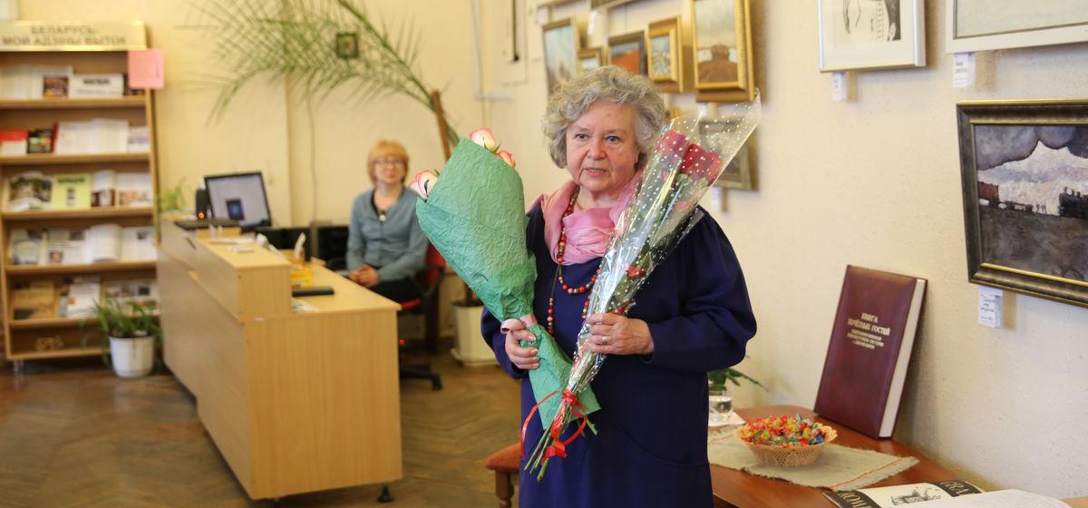 В барановичской библиотеке открылась выставка памяти известного художника Владимира Ромейко