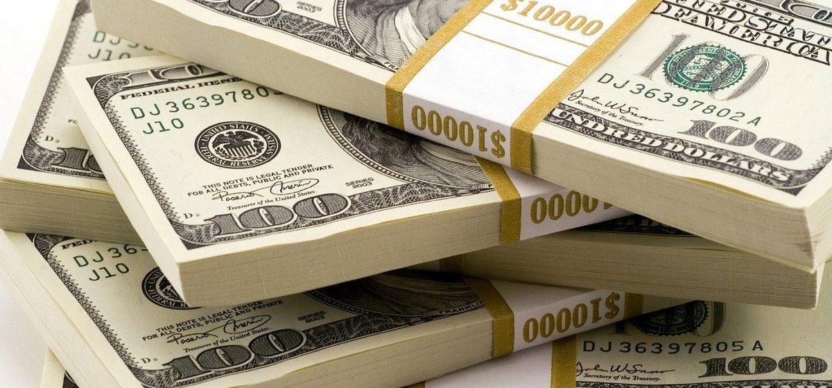 На Белорусской валютно-фондовой бирже 15 ноября доллар преодолел рубеж в 2 рубля