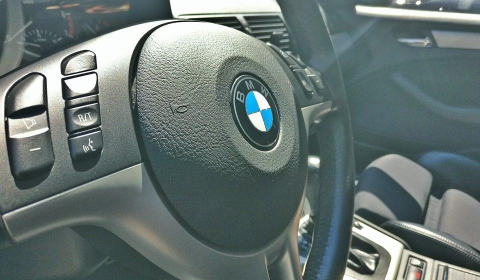 Белорус покупал в России BMW X5, а продавец взял у него 12,5 тысячи долларов и уехал