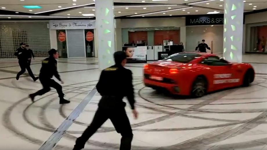 Экс-мэр Архангельска въехал на Ferrari в торговый центр Москвы и устроил гонки (видео)