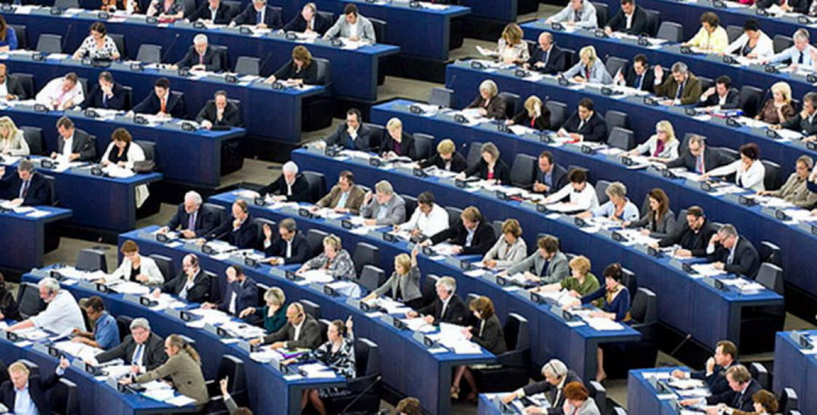 Европарламент осудил разгон мирных демонстрантов на акциях протеста в Беларуси