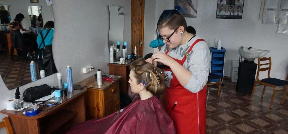 Будущие парикмахеры из Барановичей заняли второе место в областном конкурсе профмастерства