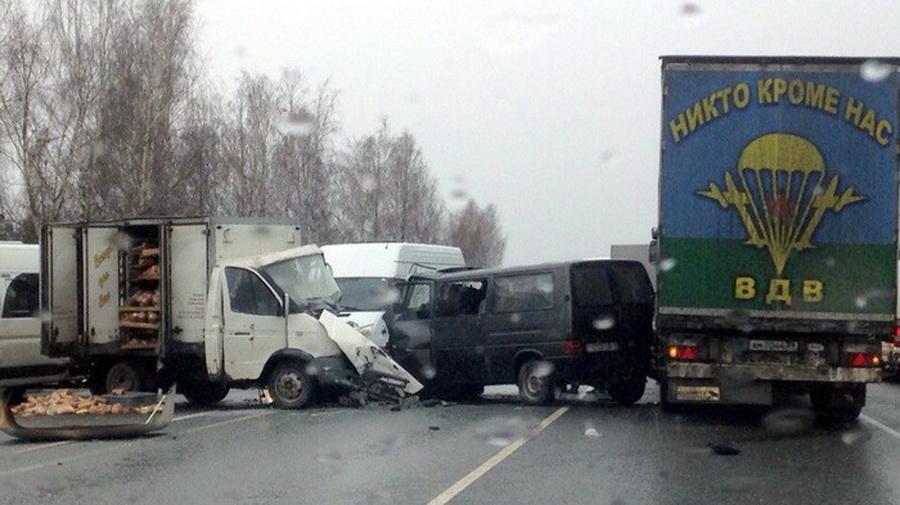 Под Брянском лоб в лоб столкнулись микроавтобус из Беларуси и «хлебовозка», есть пострадавшие
