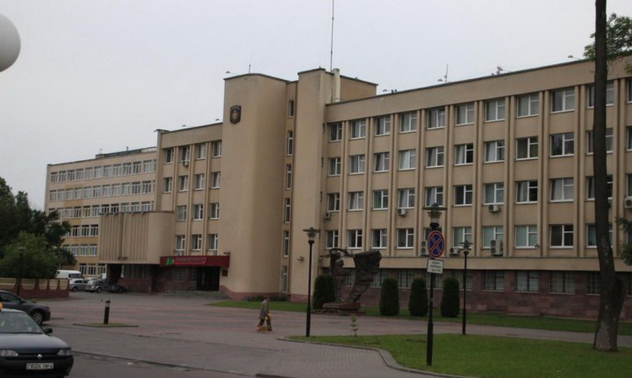 В Гродно мужчина упал с четвертого этажа здания милиции (обновлено)