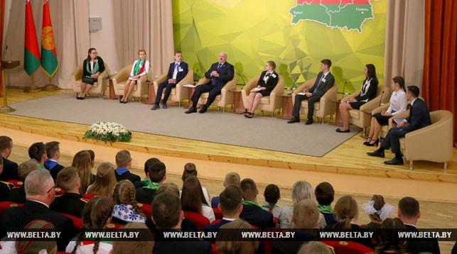Николай Лукашенко заявил отцу: «Ты не то делаешь, не надо в 9 часов»