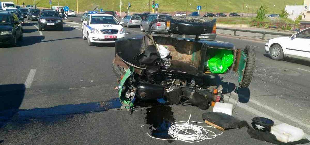 В Гродно мотоцикл с коляской врезался в микроавтобус (фото)