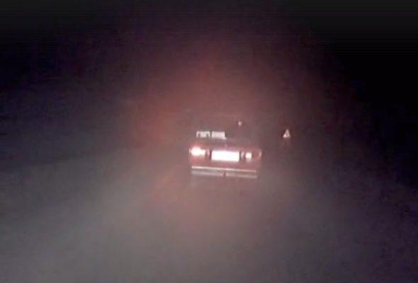 Под Гродно пьяный бесправник, уходя от погони, снес 11 метров забора (видео)