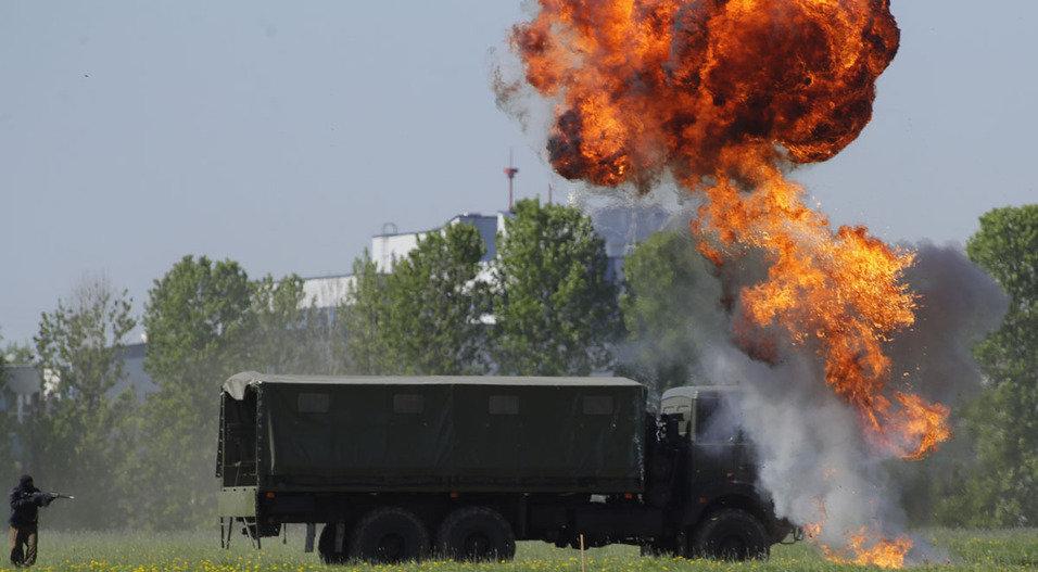 В Минске на открытии военной выставки показали отражение атаки бандформирований (видео)