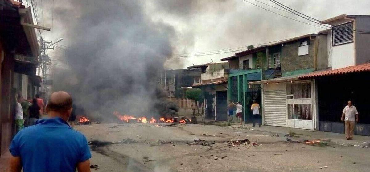 В Венесуэле протестующие сожгли дом Уго Чавеса