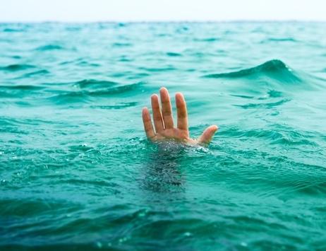В светлогорском бассейне на занятиях чуть не утонул второклассник, он в реанимации