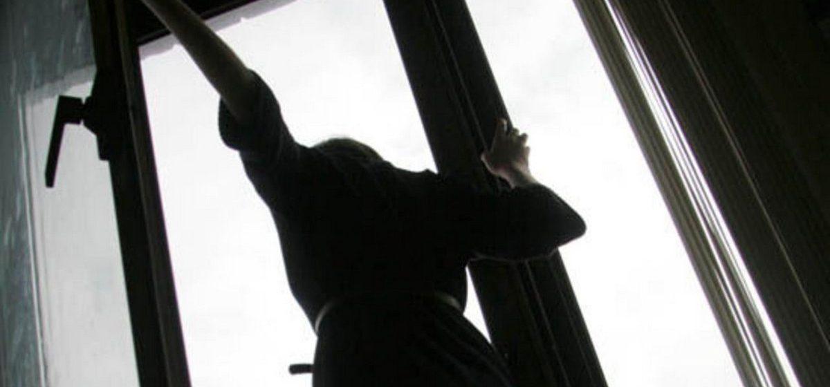 В Минске женщина выбросилась с 12-го этажа