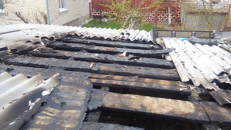 В Барановичах горел сарай с поросятами и курами