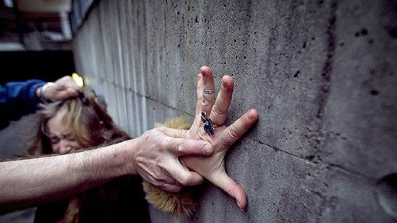 Трое мужчин подмешивали снотворное в алкоголь и насиловали женщин  — милиция разыскивает потерпевших