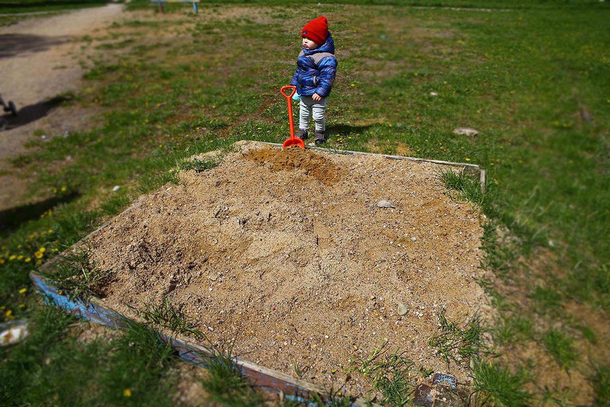 Еще одна песочница, не приспособленная для детских игр.