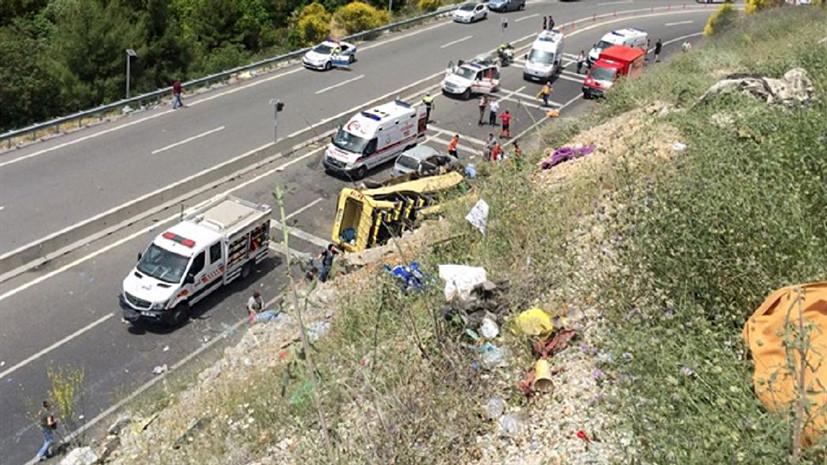 В Турции микроавтобус с туристами попал в ДТП: 20 погибших