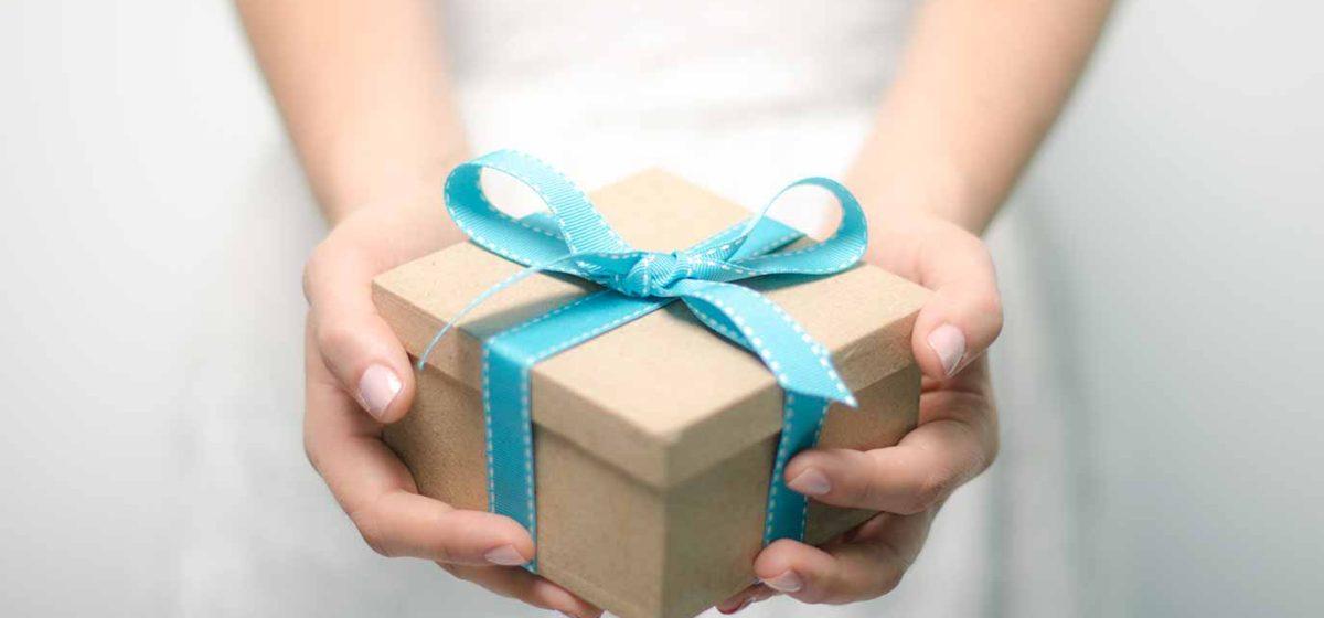 Можно ли врачам принимать подарки от пациентов, а учителям от учеников? Комментарий юриста